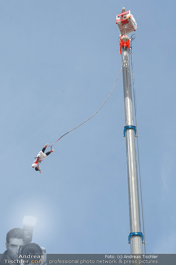 Promi Bungee Jumping - Parndorf Fashion Outlet - Fr 11.10.2019 - 45