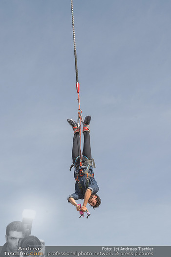Promi Bungee Jumping - Parndorf Fashion Outlet - Fr 11.10.2019 - Nadiv MOLCHO52