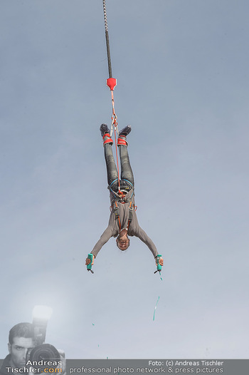Promi Bungee Jumping - Parndorf Fashion Outlet - Fr 11.10.2019 - Nuriel MOLCHO55