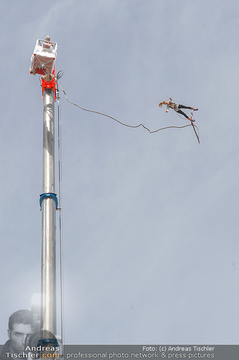 Promi Bungee Jumping - Parndorf Fashion Outlet - Fr 11.10.2019 - 57