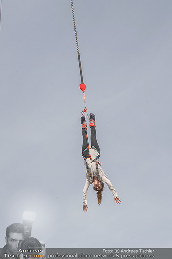 Promi Bungee Jumping - Parndorf Fashion Outlet - Fr 11.10.2019 - 58