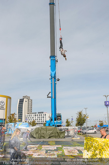 Promi Bungee Jumping - Parndorf Fashion Outlet - Fr 11.10.2019 - 59