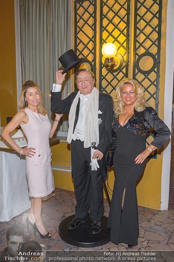 Richard Lugner 87er - Palais Auersperg - Sa 12.10.2019 - Andrea vom Badesee, Sonja SCHÖNANGER, Richard LUGNER (Wachsfigu21