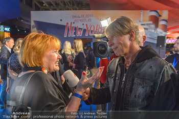 Kinopremiere ´Ich war noch niemals in New York´ - Hollywood Megaplexx Gasometer, Wien - Di 15.10.2019 - Chris LOHNER, interviewt von Dominic HEINZL37