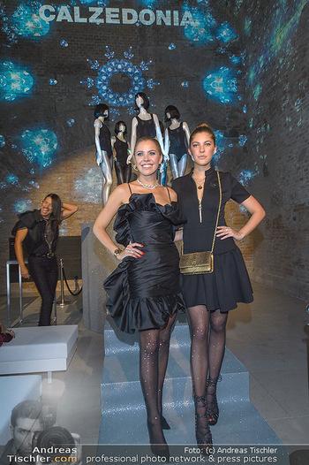 Calzedonia - a night of Glitz & Glamour - Palais Coburg, Wien - Mi 16.10.2019 - Victoria SWAROVSKI mit Schwester Paulina87