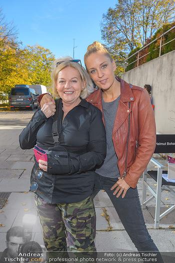 Dreharbeiten Soko Donau - Handelskai 265, Wien - Do 24.10.2019 - Brigitte KREN, Lilian KLEBOW10