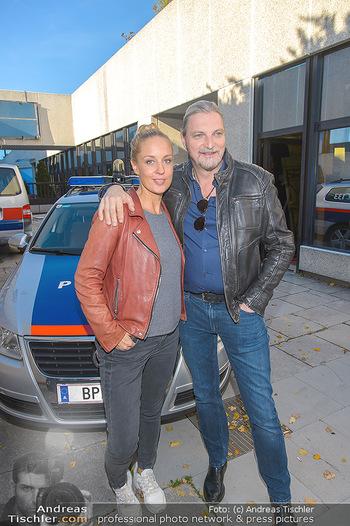 Dreharbeiten Soko Donau - Handelskai 265, Wien - Do 24.10.2019 - Lilian KLEBOW, Stefan JÜRGENS15