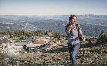 Österreich in Farben - Österreich - Do 31.10.2019 - Junge Frau beim Wandern auf der Gerlitzen - Schönwetter, Kaiser6