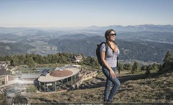 Österreich in Farben - Österreich - Do 31.10.2019 - Junge Frau beim Wandern auf der Gerlitzen - Schönwetter, Kaiser7
