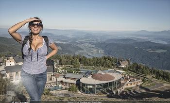 Österreich in Farben - Österreich - Do 31.10.2019 - Junge Frau beim Wandern auf der Gerlitzen - Schönwetter, Kaiser8