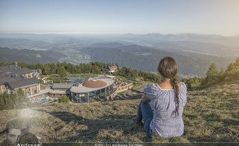 Österreich in Farben - Österreich - Do 31.10.2019 - Junge Frau beim Wandern auf der Gerlitzen - Schönwetter, Kaiser9