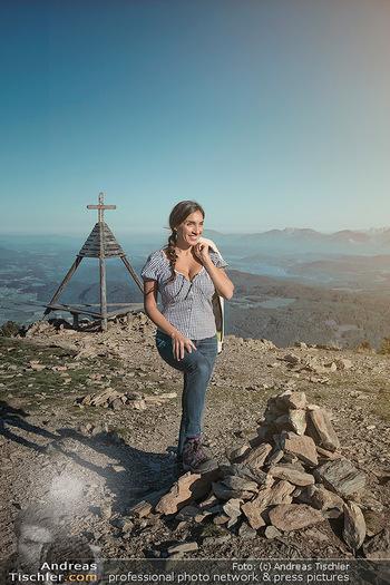 Österreich in Farben - Österreich - Do 31.10.2019 - Junge Frau beim Wandern auf der Gerlitzen - Schönwetter, Kaiser11