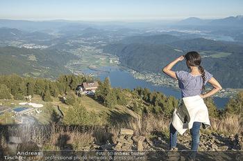 Österreich in Farben - Österreich - Do 31.10.2019 - Junge Frau beim Wandern auf der Gerlitzen - Schönwetter, Kaiser14