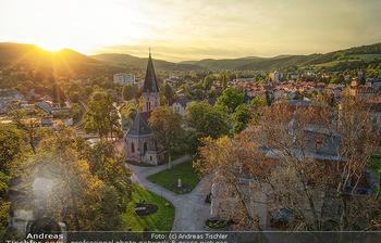 Österreich in Farben - Österreich - Do 31.10.2019 - Luftbild Niederösterreich Dorf Berndorf Drohne Kirche Sonnenunt71