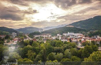 Österreich in Farben - Österreich - Do 31.10.2019 - Leoben Steiermark Wasserburg Ausblick Kirche Abendsonne Voest Do85