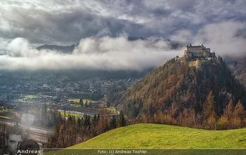 Österreich in Farben - Österreich - Do 31.10.2019 - Salzburg Burg Festung Werfen Werfenweng Nebel Tal  Landschaft Ö96