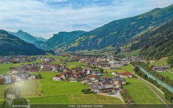 Österreich in Farben - Österreich - Do 31.10.2019 - Zell am Ziller Zillertal Tirol Luftbild Berge Dorf Fluss Tal Alp97