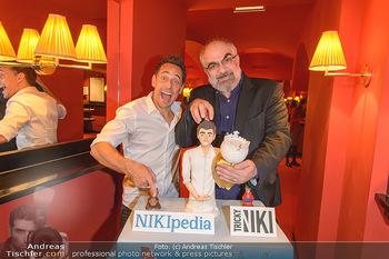 Tricky Niki Kabarettpremiere - Kabarett Simpl - Di 05.11.2019 - Tricky NIKI, Michael NIAVARANI mit Torte1