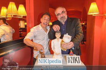 Tricky Niki Kabarettpremiere - Kabarett Simpl - Di 05.11.2019 - Tricky NIKI, Michael NIAVARANI mit Torte2