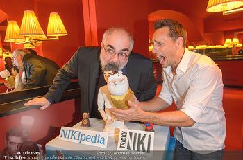 Tricky Niki Kabarettpremiere - Kabarett Simpl - Di 05.11.2019 - Tricky NIKI, Michael NIAVARANI mit Torte4