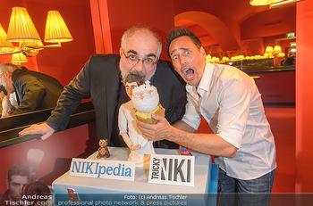 Tricky Niki Kabarettpremiere - Kabarett Simpl - Di 05.11.2019 - Tricky NIKI, Michael NIAVARANI mit Torte6