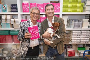 Thomas Brezina Buchpräsentation - Thalia Wien - Mi 20.11.2019 - Thomas BREZINA mit Ehemann Ivo und Hund Joppy7