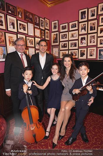 IMF Pressegespräch - Hotel Sacher, Wien - Do 21.11.2019 - Leona KÖNIG, Alexander WRABETZ, Juan Diego FLOREZ mit Kindern46