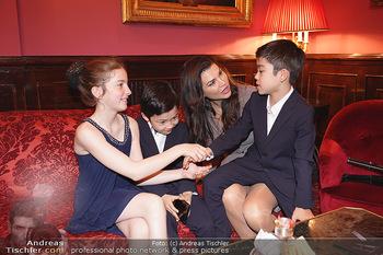 IMF Pressegespräch - Hotel Sacher, Wien - Do 21.11.2019 - Leona KÖNIG mit Kindern72