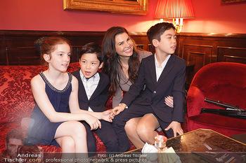 IMF Pressegespräch - Hotel Sacher, Wien - Do 21.11.2019 - Leona KÖNIG mit Kindern73