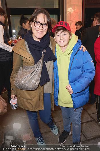 Wintergarten Opening - Bar Campari, Wien - Mi 27.11.2019 - Nadja BERNHARD mit Sohn Julius18