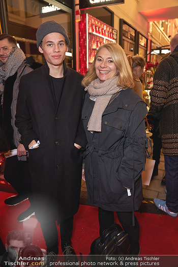 Wintergarten Opening - Bar Campari, Wien - Mi 27.11.2019 - Barbara VAN MELLE mit Sohn Leon50