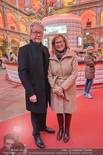 Advent in der Stallburg - Hofreitschule Stallburg, Wien - So 01.12.2019 - Maria PATEK mit Ehemann14
