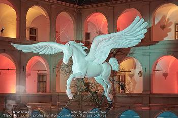 Advent in der Stallburg - Hofreitschule Stallburg, Wien - So 01.12.2019 - Stallburg Lichtinstallation Pferd Pegasus, Adventmarkt87