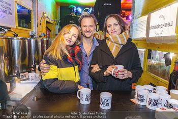 Promi Punsch Ausschenken - Resselpark, Wien - Di 10.12.2019 - Philipp HOCHMAIR, Julia ROY, Larissa FUCHS8