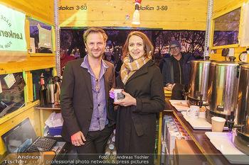 Promi Punsch Ausschenken - Resselpark, Wien - Di 10.12.2019 - Philipp HOCHMAIR, Larissa FUCHS10