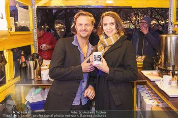 Promi Punsch Ausschenken - Resselpark, Wien - Di 10.12.2019 - Philipp HOCHMAIR, Larissa FUCHS11