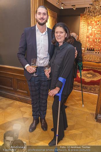 X-Mas for friends bei Ali Rahimi - Palais Szechenyi - Mi 11.12.2019 - Karin RISSER (Witwe von Rudolf HUNDSTORFER) mit Sohn Claudio10