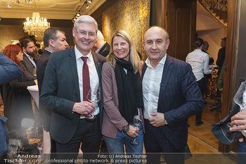 X-Mas for friends bei Ali Rahimi - Palais Szechenyi - Mi 11.12.2019 - Hans K. REISCH mit Ehefrau, Ali RAHIMI24