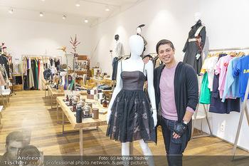 Ekaterina Mucha Opernballkleid Anprobe - Runway Fashion, Wien - Fr 13.12.2019 - Alexis FERNANDEZ GONZALES in seinem Runway Store4