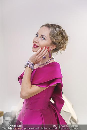 Ekaterina Mucha Opernballkleid Anprobe - Runway Fashion, Wien - Fr 13.12.2019 - Ekaterina MUCHA im Opernballkleid 2020 (Portrait mit Schmuck)41