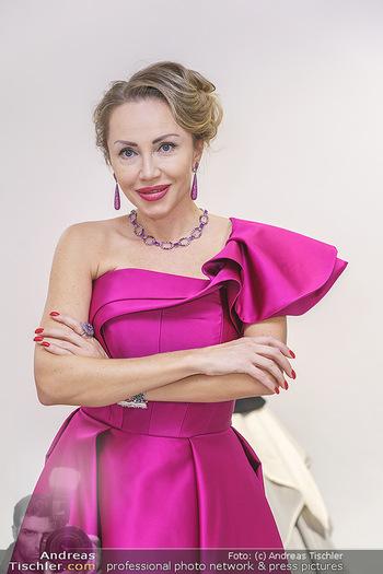 Ekaterina Mucha Opernballkleid Anprobe - Runway Fashion, Wien - Fr 13.12.2019 - Ekaterina MUCHA im Opernballkleid 2020 (Portrait mit Schmuck)42