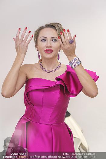 Ekaterina Mucha Opernballkleid Anprobe - Runway Fashion, Wien - Fr 13.12.2019 - Ekaterina MUCHA im Opernballkleid 2020 (Portrait mit Schmuck)43