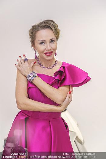 Ekaterina Mucha Opernballkleid Anprobe - Runway Fashion, Wien - Fr 13.12.2019 - Ekaterina MUCHA im Opernballkleid 2020 (Portrait mit Schmuck)44