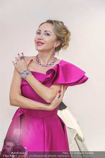 Ekaterina Mucha Opernballkleid Anprobe - Runway Fashion, Wien - Fr 13.12.2019 - Ekaterina MUCHA im Opernballkleid 2020 (Portrait mit Schmuck)45