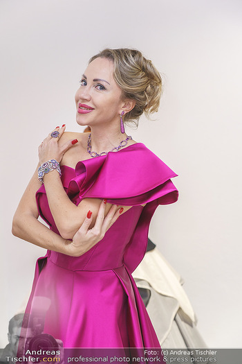 Ekaterina Mucha Opernballkleid Anprobe - Runway Fashion, Wien - Fr 13.12.2019 - Ekaterina MUCHA im Opernballkleid 2020 (Portrait mit Schmuck)46