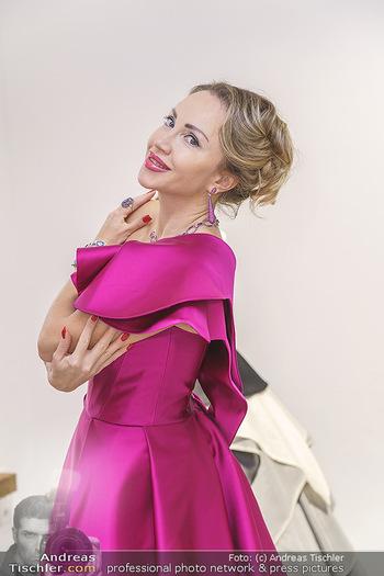 Ekaterina Mucha Opernballkleid Anprobe - Runway Fashion, Wien - Fr 13.12.2019 - Ekaterina MUCHA im Opernballkleid 2020 (Portrait mit Schmuck)47