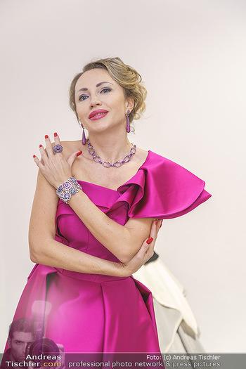 Ekaterina Mucha Opernballkleid Anprobe - Runway Fashion, Wien - Fr 13.12.2019 - Ekaterina MUCHA im Opernballkleid 2020 (Portrait mit Schmuck)48