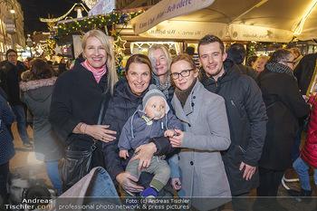 Promis beim Punsch Ausschenken - Am Graben und Freyung, Wien - Fr 20.12.2019 - Die Schwestern Claudia und Barbara STÖCKL und Sabine KRAUSZ mit2