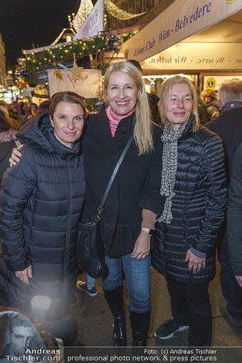 Promis beim Punsch Ausschenken - Am Graben und Freyung, Wien - Fr 20.12.2019 - Die Schwestern Claudia und Barbara STÖCKL, Sabine KRAUSZ3
