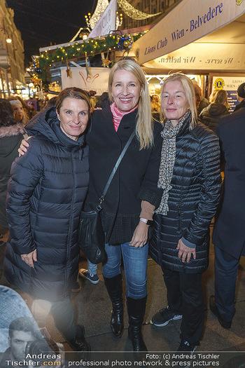 Promis beim Punsch Ausschenken - Am Graben und Freyung, Wien - Fr 20.12.2019 - Die Schwestern Claudia und Barbara STÖCKL, Sabine KRAUSZ4